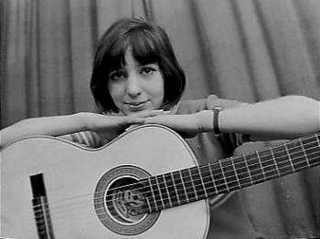 Elly met gitaar